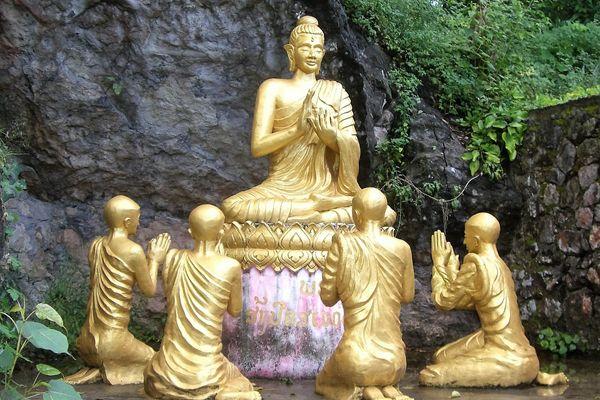 https://abcindochiny.pl/images/stories/Laos/laos_pomnik_buddy.jpg